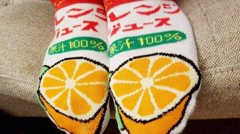 「CLOWD」、KOUさん、オレンジジュース靴下.jpg